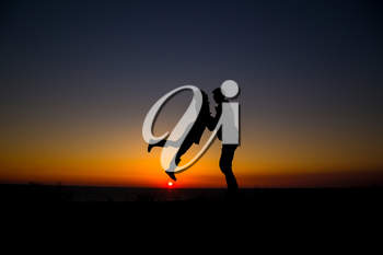 silhouette couple in love. happiness and romantic Scene of love couples partners agains sunset