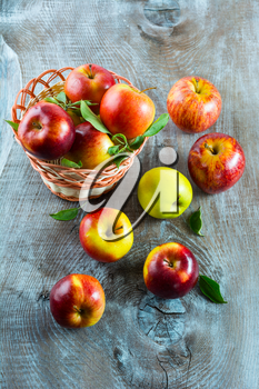 Ripe apples on the wooden table. Fresh fruits. Fresh apples. Healthy food. Healthy eating. Vegetarian food. Healthy eating concept.